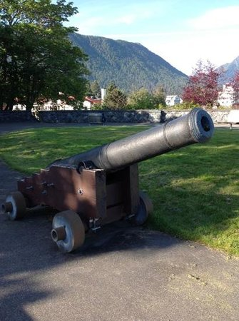 Baranof Castle State Historical Site: Cannon at top