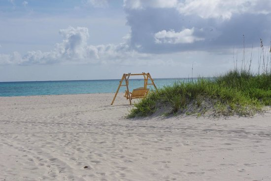 Shannas Cove Resort: hotel beach