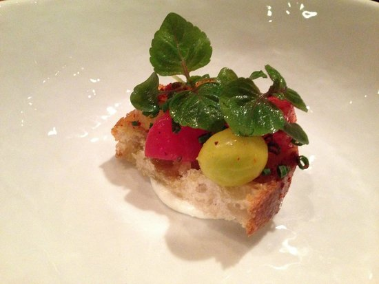 Degustation : Heirloom tomatoes on toasted bread atop a mint crema
