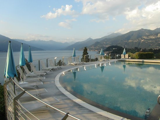 Borgo Le Terrazze: Vue sur le lac depuis la piscine