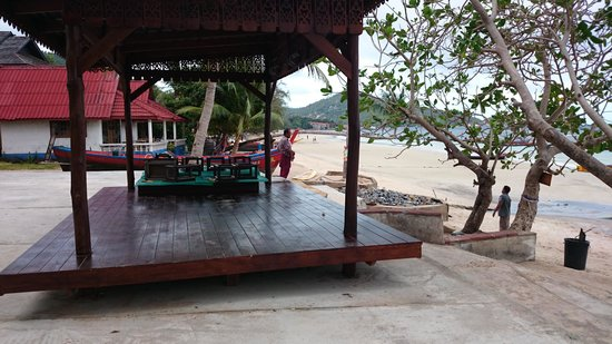 Lotus Paradise Resort: That's the place you have to avoid