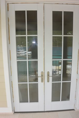 Scrub Island Resort, Spa & Marina, Autograph Collection: Painters Tape on Balcony doors