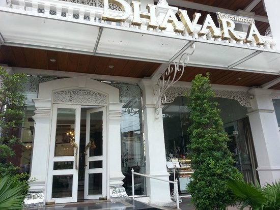 Dhavara Hotel: Front of hotel