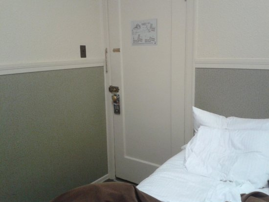 Deer Lodge: small room. Not enough room to swing a cat.