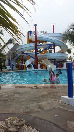 Hard Rock Hotel & Casino Punta Cana : 1 of the slides in kiddie area