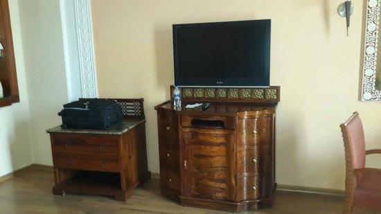 Le Meridien Jaipur: LG LED TV
