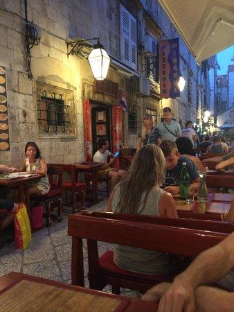 Pizzeria Mirakul: Seating area