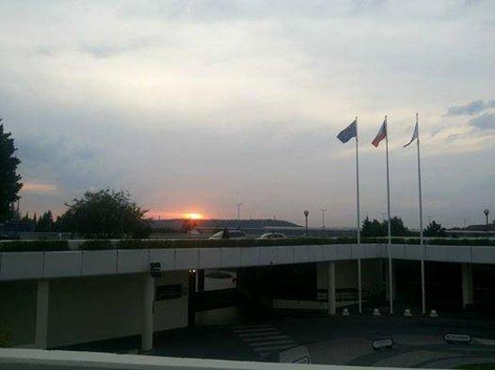 Corinthia Hotel Prague: Pôr do sol do terraço do hotel