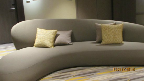 Renaissance Aix-en-Provence Hotel : Couch on every floor