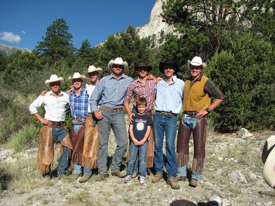 Deer Valley Ranch: Several horse wranglers below the chalk cliffs