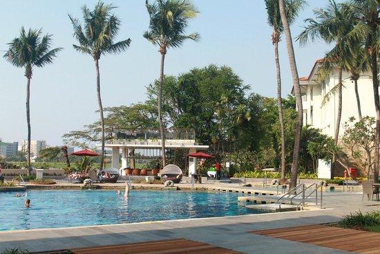 Bandara Hotel: Sambal Tapas Outdoor Bar & Lounge