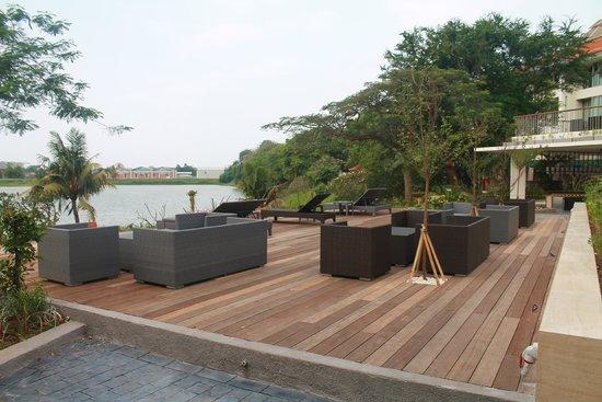 Bandara Hotel: Lake view from Sambal Tapas