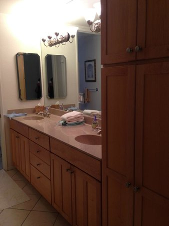 North Coast Village: Updated vanity area.
