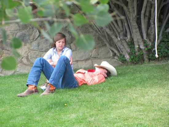 Deer Valley Ranch: Just talkin' & relaxin outside the lodge