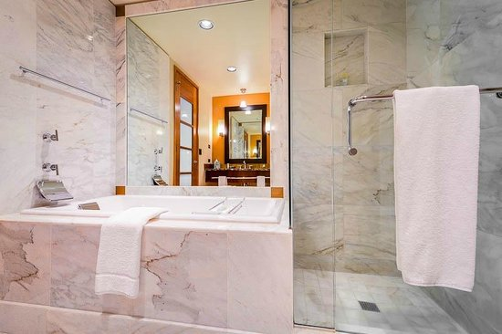 Seattle bathroom suite