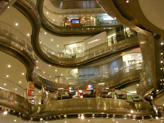 Hotel Istana: Shoppingmall next to Hotel