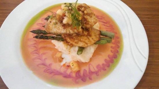 Jackie Rey's Ohana Grill: Beautiful Fish Dish