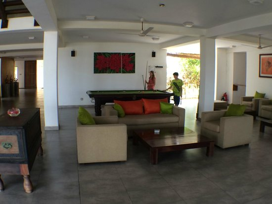 CoCo Bay Unawatuna: pool table