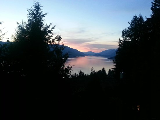 Sechelt Inlet B&B: View from the hot tub!