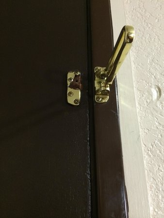 Super 8 Austin University/Downtown Area: Broken security lock