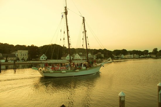 S & P Oyster Co : schooner sailing by restaurant at dinner