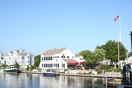 S & P Oyster Co : restaurant itself