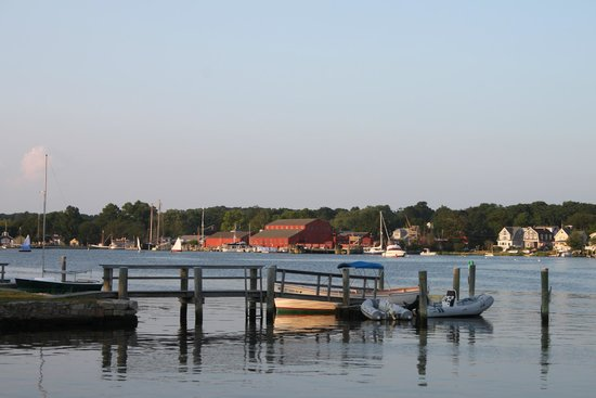 S & P Oyster Co : the Mystic Seaport from near the restaurant
