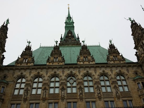 Rathaus: outside roof line from the front