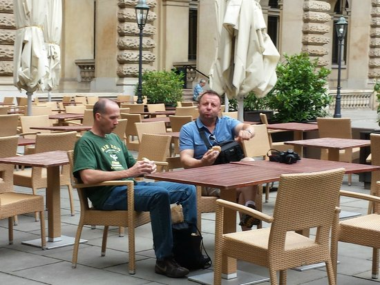Rathaus: lunch in the courtyard