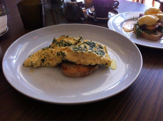 Katipo Coffee House Deluxe: Kräuter-Käse Omelett auf australischem Brot