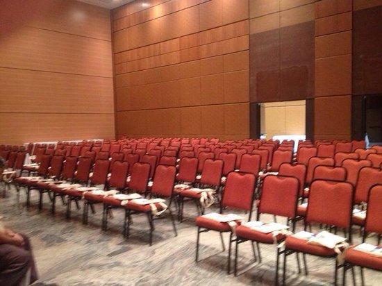 Actuall Hotel: Salão de convenções. Pé direito de 7,40; modulável, climatizado e capacidade de 2.000 pessoas em