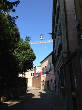 Hotel Conterie: lovely streets around the Locanta
