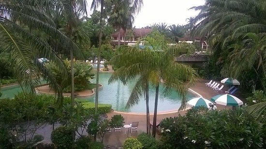 Felix River Kwai Resort - Kanchanaburi : view of swimming pool from the balcony