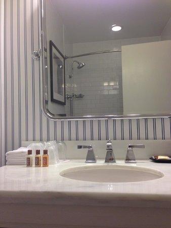 The Sheraton San Diego Hotel & Marina: Bathroom in Lanai building