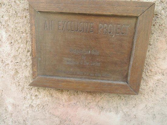 Golden Bay Beach Hotel: табличка на византийском замке на территории отеля