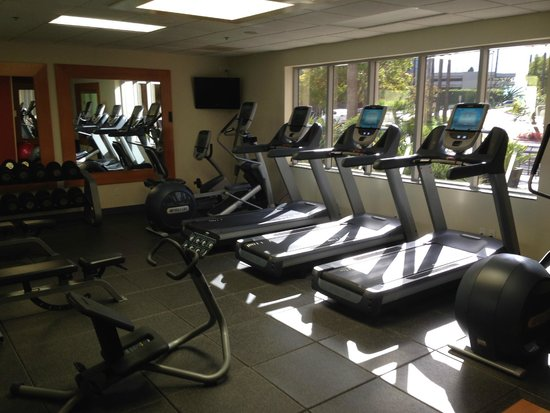 Embassy Suites by Hilton San Diego - La Jolla: gym