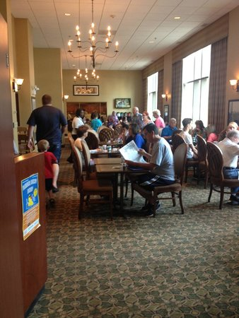 Homewood Suites by Hilton Chicago-Downtown: Busy breakfast room, 15 person line up not shown