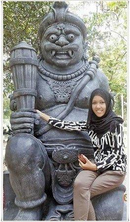 Pekanbaru, Indonésia: Salah satu patung di Alam Mayang