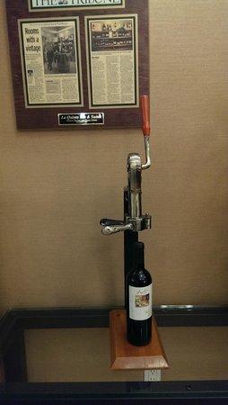 La Quinta Inn & Suites Paso Robles: Wine Bottle Opener Decor