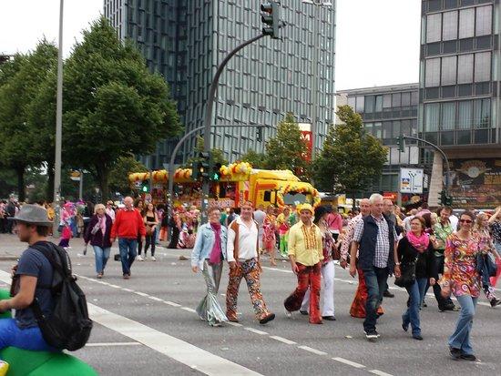 St. Pauli: 60s parade