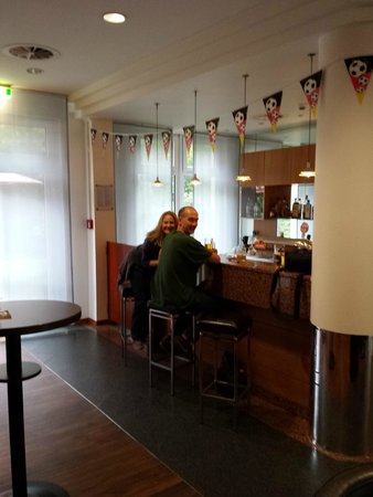 St. Pauli: the bar at nh