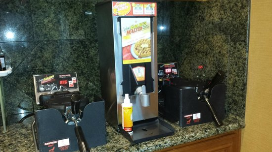 La Quinta Inn & Suites Paso Robles: Make your own waffle station