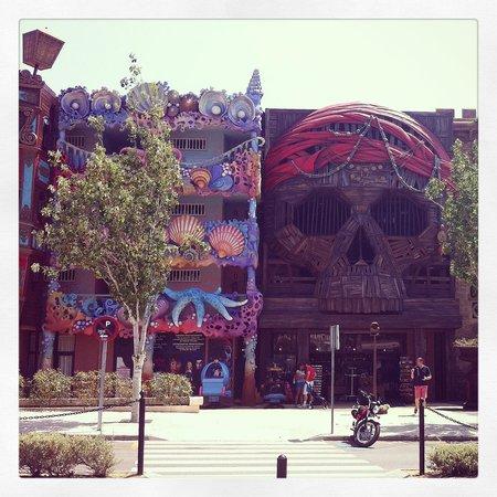 Pirates VIllage: Fasaden från gatan