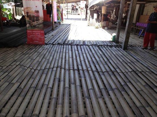 Annah Rais Longhouse Adventure: Longhouse pathways