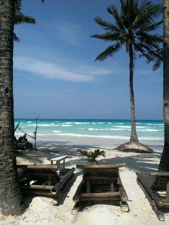 Boracay Terraces Resort: Sun lounges
