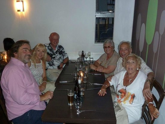 Myalacarte : Six happy diners