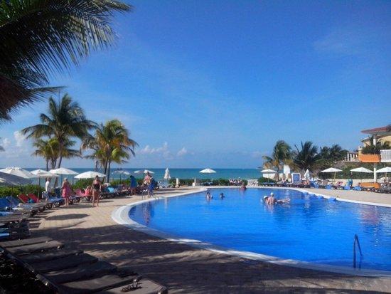 Ocean Maya Royale : The 'party' pool