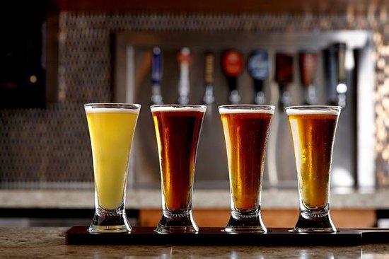 Wyndham Anaheim Garden Grove: Trinitas Bar Beer Sampler