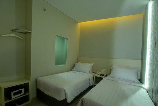 cozy room double bed picture of vio cihampelas hotel bandung rh tripadvisor com