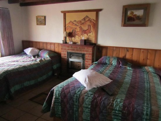 Tombstone Sagebrush Inn: Two King beds, great mattress and very clean and fresh.